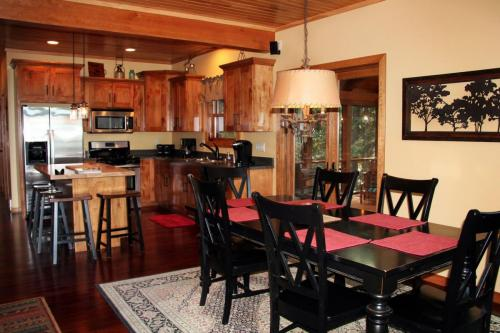 Great room/dining room/kitchen