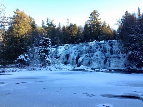 bond falls in winter