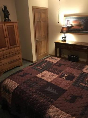 queen bedroom extra
